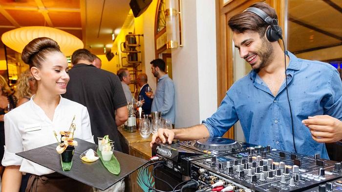 Официанты не всегда выполняют просьбу сделать музыку тише. / Фото: banketof.ru