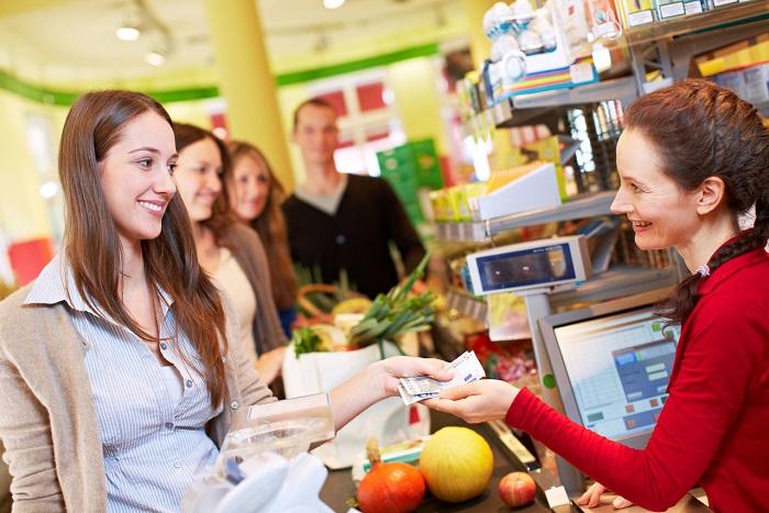 С наличными сложнее прощаться, чем со средствами на кредитной карте. / Фото: bankitb.ru