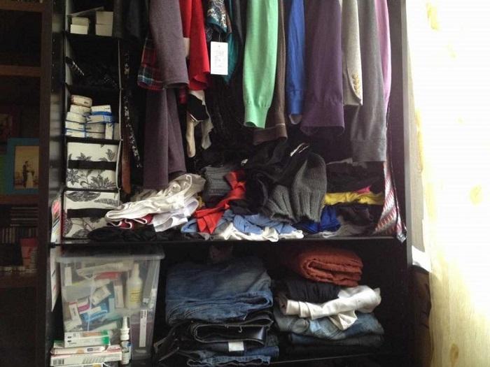 Если в шкафу нет места, пора провести ревизию. / Фото: nastroy.net