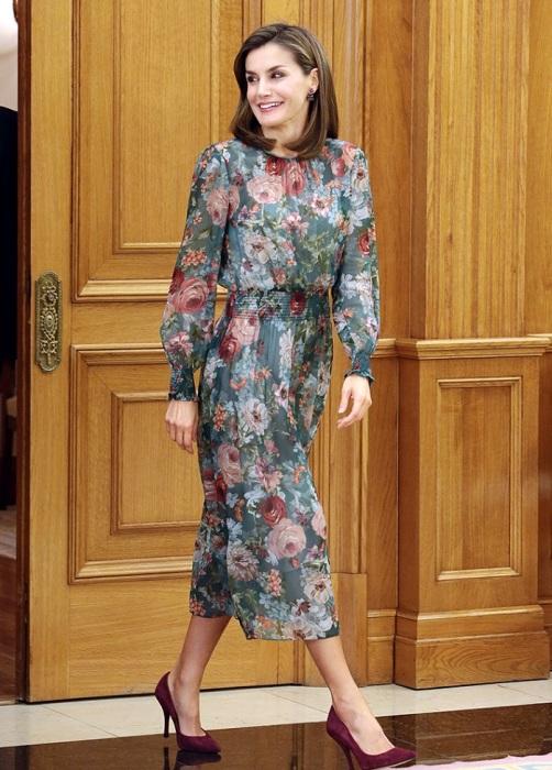 Королева Летиция в платье от Zara. / Фото: bazaar.ru