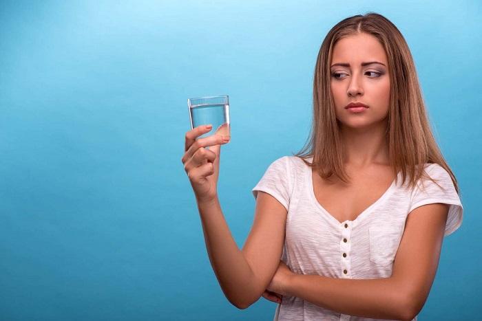 Не отказывайтесь от воды во время и после тренировки. / Фото: benfranklinplumbingoc.com