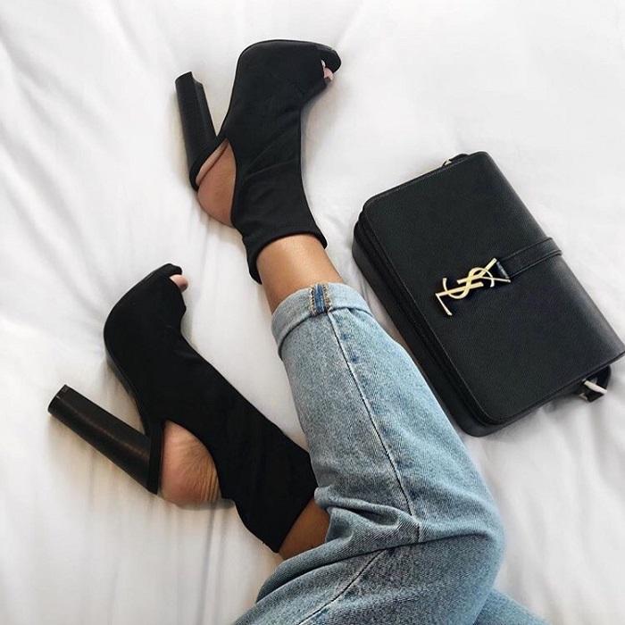 На селфи может присутствовать не только ваше лицо, но и, например, ноги в новых туфлях. / Фото: blog.luxxy.com