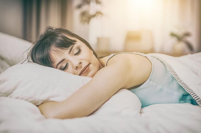 Если спать на боку, появятся морщины. / Фото: blog.mednote.life