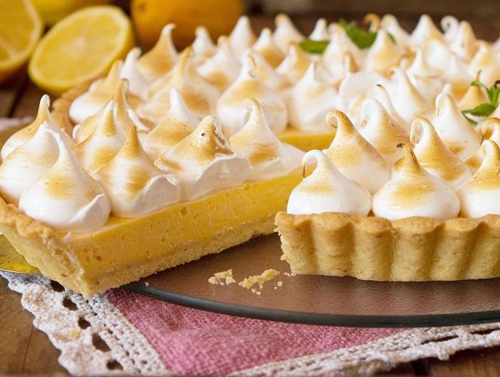 Лимонный пирог-безе с основой из крекеров. / Фото: shnyagi.net