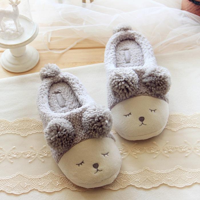 Домашние тапочки - очень милый, теплый и уютный подарок. / Фото: bon-home.ru