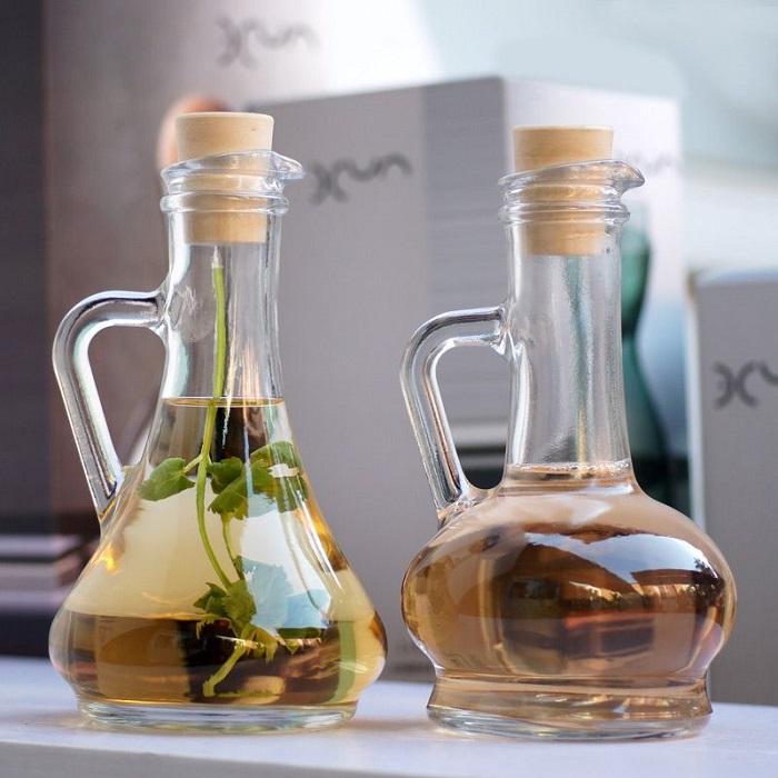 Бутылка с маслом хорошо смотрится на столе. / Фото: nazya.com