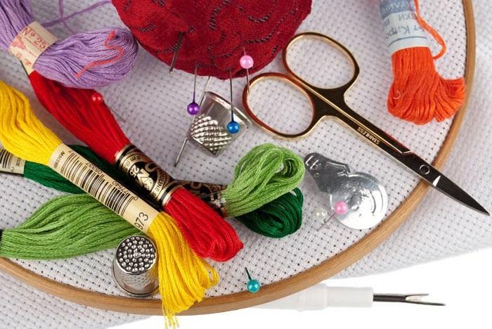 Если вы не использовали инструменты для вышивки, незачем их хранить. / Фото: buyincoins.ru
