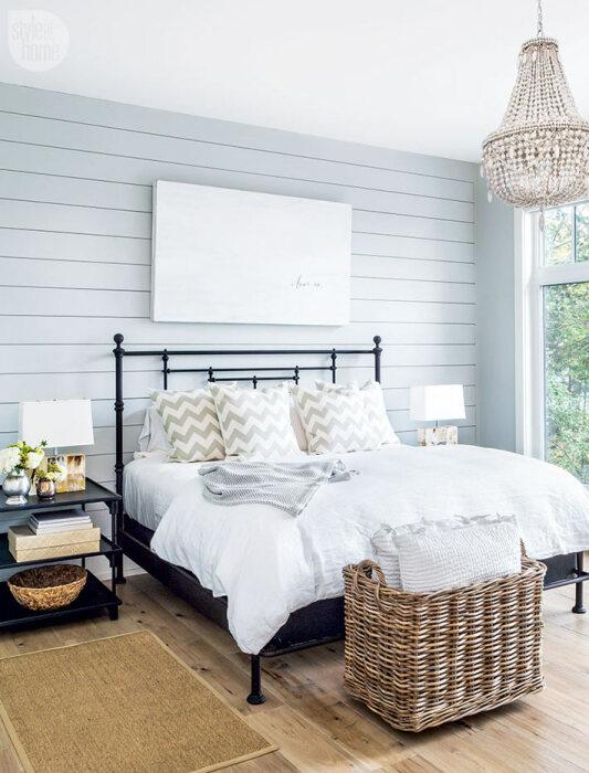 В интерьере спальни часто используются плетеные корзины. / Фото: can-you-help.me