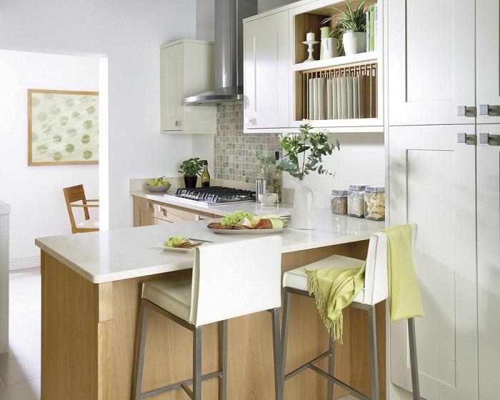 Барная стойка, выполненная в едином стиле с кухней. / Фото: cci-home.co.uk
