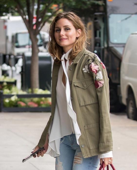 Оливия Палермо в пиджаке цвета хаки от Topshop. / Фото: celebmafia.com