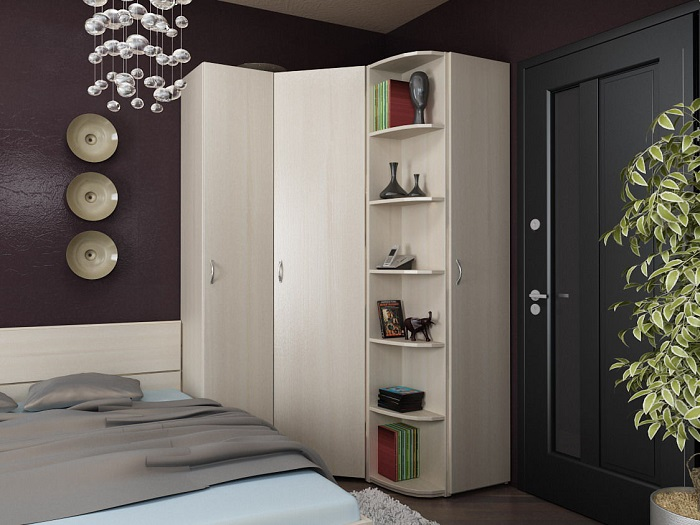 Угловой шкаф - отличный выбор для маленькой спальни. / Фото: centr-office.ru