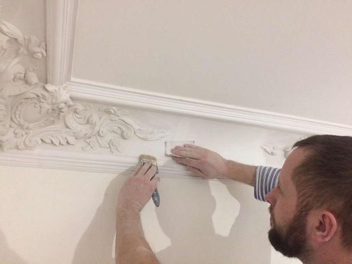 Некачественная лепнина нуждается в регулярной реставрации. / Фото: centro-pol.ru