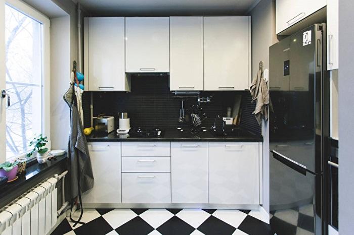 Черно-белая кухня - это классика. / Фото: remont-samomy.ru