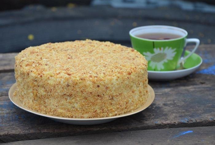 Посыпка на торте впитает влагу и станет мягкой. / Фото: pinterest.ru