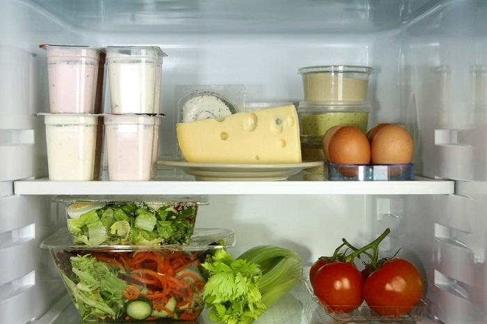 Соусы и мягкие сыры будут долго храниться только в холодильнике, а не в морозилке. / Фото: povarenok.ru