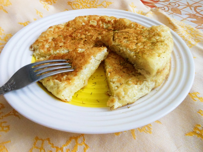 Толщина омлета зависит от диаметра сковороды. / Фото: m.123ru.net