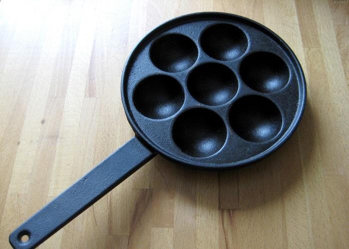 В сковороде есть круглые углубления. / Фото: irecommend.ru