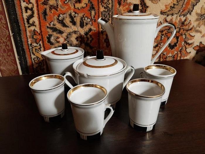 Лаконичный кофейный сервиз, произведенный на Городницком фарфоровом заводе. / Фото: youla.link