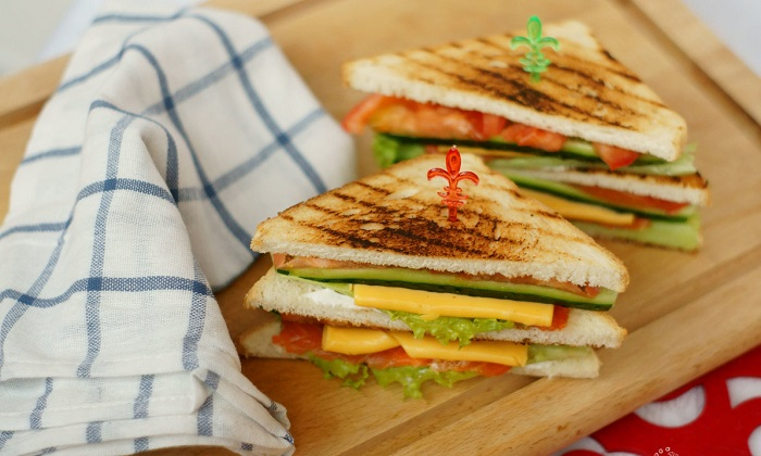 Для сэндвичей выбирайте простые и полезные ингредиенты. / Фото: cookery-daily.ru