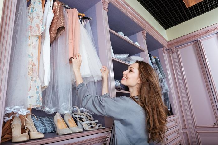 Пересмотрите и проанализируйте все вещи в гардеробе. / Фото: coraltime.club