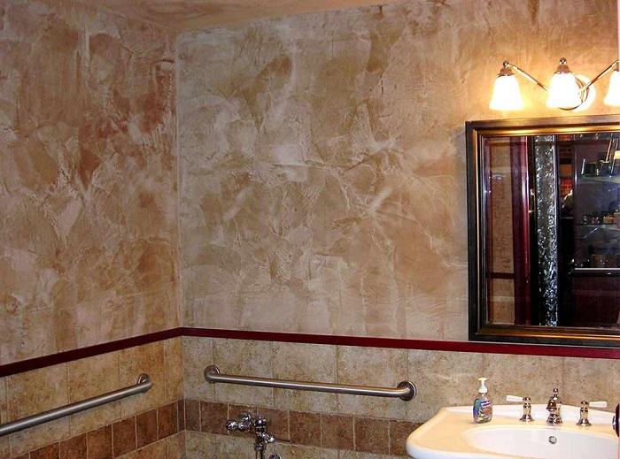Декоративная штукатурка - украшение ванной комнаты. / Фото: decoroboi.ru