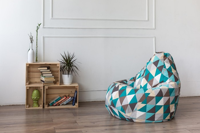 Кресло-мешок станет отличным дополнением уголка для чтения. / Фото: dekormyhome.ru