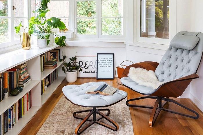 В таком уголке вы сможете проводить уютные вечера вместе с любимой книгой. / Фото: designsponge.com