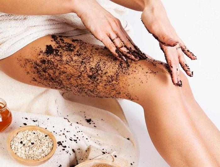 Очистить кожу поможет кофейный скраб. / Фото: dev.fashion-likes.ru