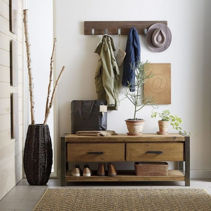 Держите под рукой нужные вещи, а те, которыми не пока не пользуетесь, убирайте подальше. / Фото: dizajnhome.ru