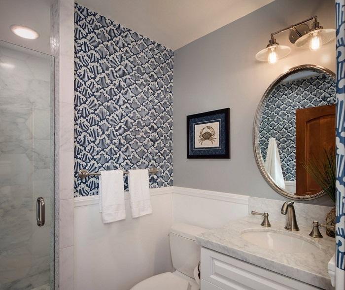 В интерьере ванной встречается мозаика и краска. / Фото: pinterest.ru