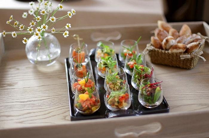 Бесплатные закуски призваны увеличить жажду или аппетит. / Фото: dlyakota.ru