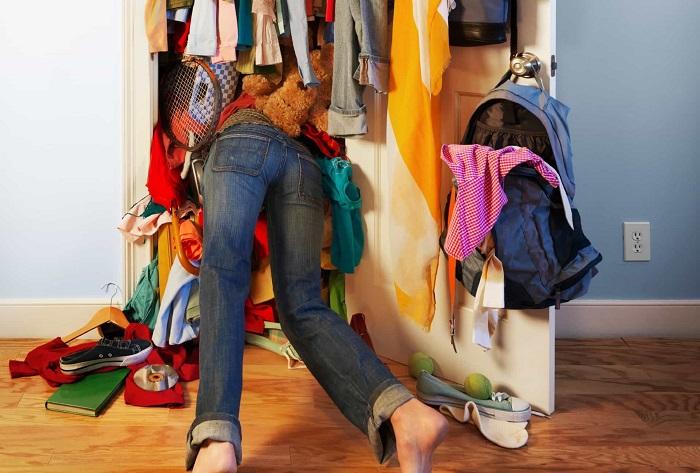 Главное - провести ревизию в шкафу. / Фото: dm-st.ru