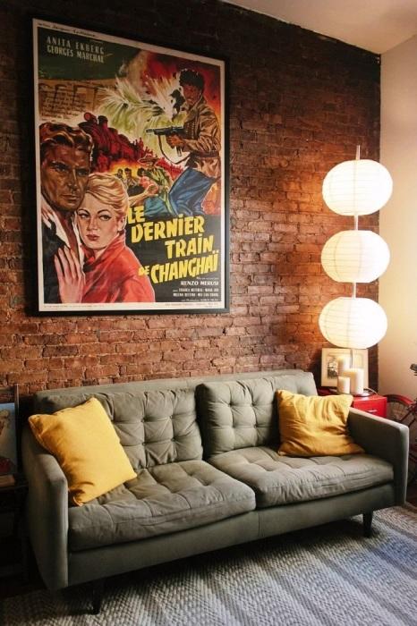 Постеры сделают стены более привлекательными и дополнят интерьер. / Фото: dom-and-sad.ru