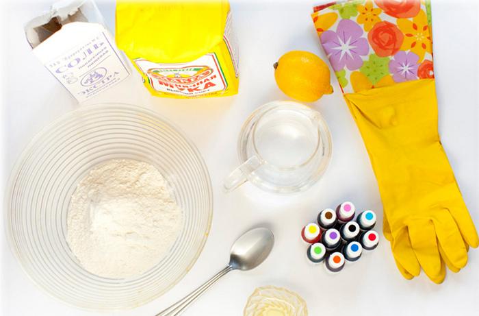 Из муки, воды и соли ожно сделать пластилин. / Фото: dou38.ru