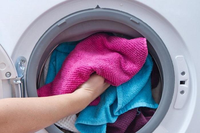 полотенца нужно стирать отдельно от других вещей. / Фото: dpa1.ru
