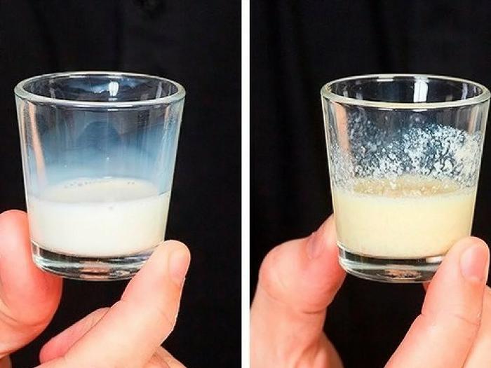 В качественном молоке должны появиться хлопья после добавления спирта. / Фото: dselection.ru