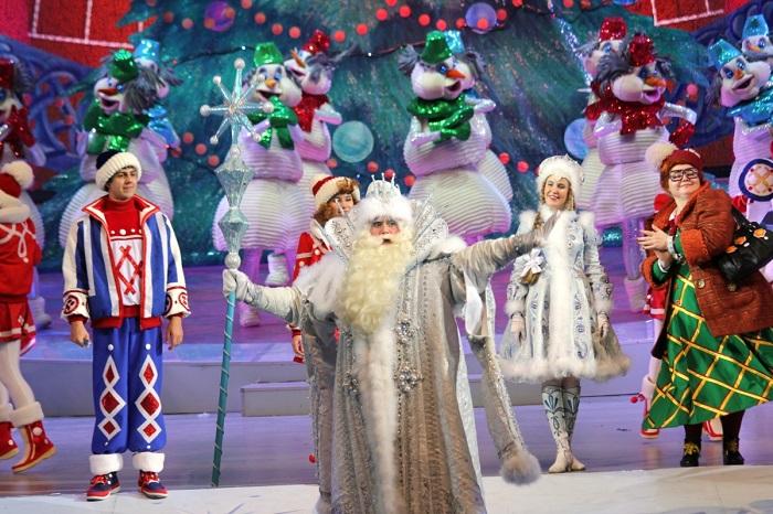 Новогоднее представление - лучшее времяпрепровождение для детей и взрослых. / Фото: dzr.city