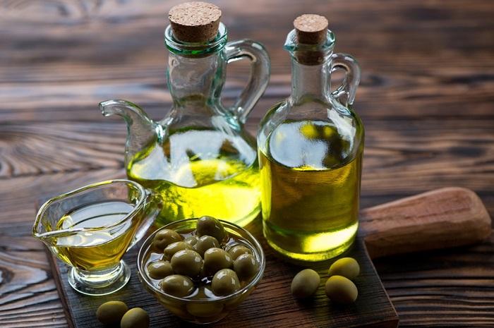 Оливковое масло можно заменить на льняное. / Фото: yummybook.ru