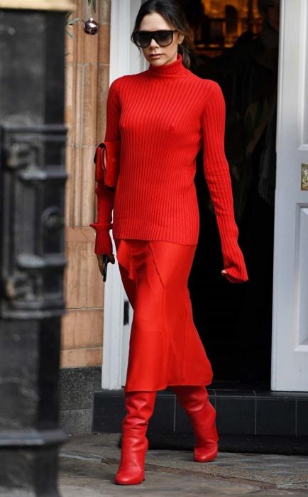 Красный тотал-лук подойдет для людей с творческой профессией. / Фото: estiloyvida.es