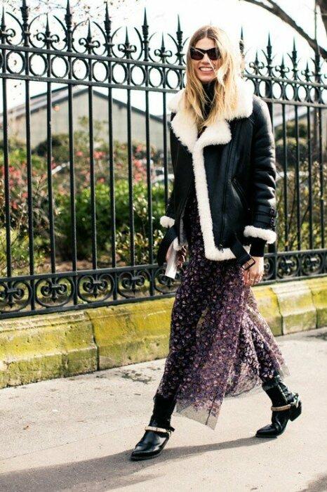 Под шифоновое платье стоит надеть теплые леггинсы или узкие брюки. / Фото: zen.yandex.ru