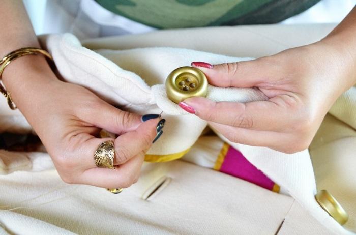 К пальто можно пришить новые пуговицы. / Фото: fairy-hobby.ru