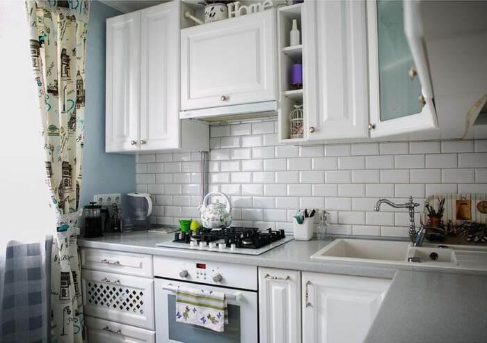Фартук из плитки практичный и долговечный. / Фото: pinterest.ru
