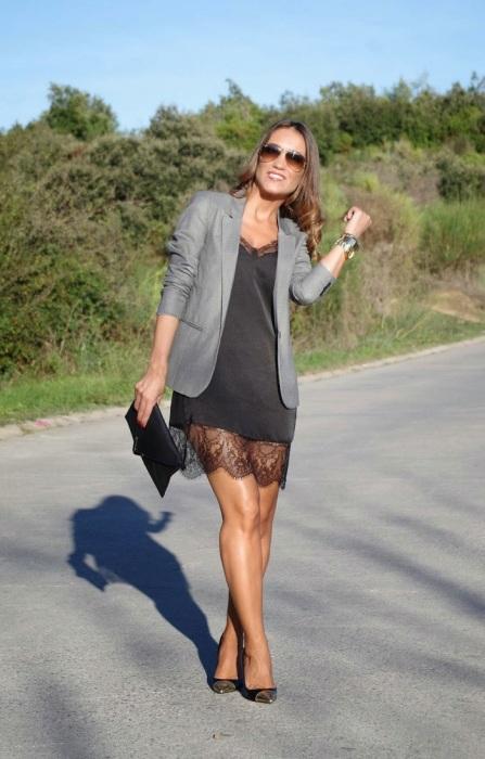 Если вы наденете на работу платье в бельевом стиле, все подумают, что это ваша пижама. / Фото: fashion-woman.com