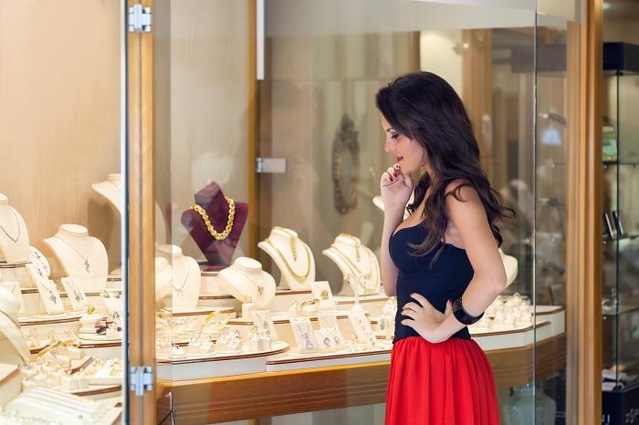 Подумайте, возможно вам нужно кольцо лишь потому, что такое же есть у вашей подруги. / Фото: findabusinessthat.com