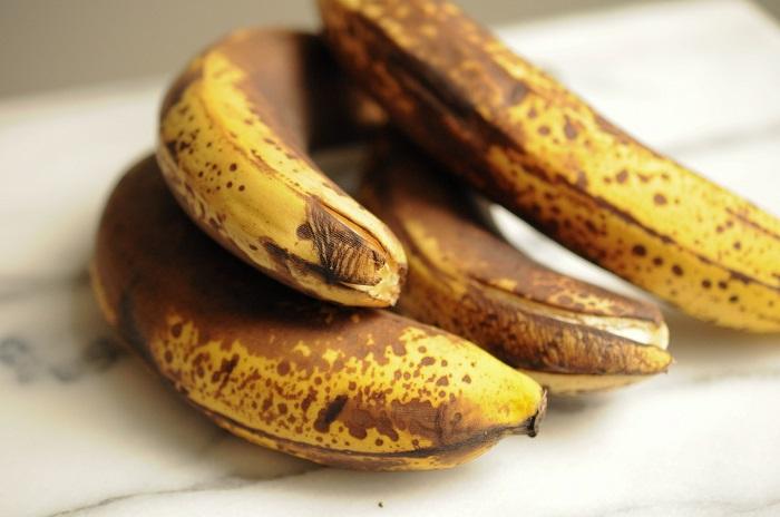 Почерневшие бананы мягче и слаще, чем с желтой кожурой. / Фото: food.inmyroom.ru