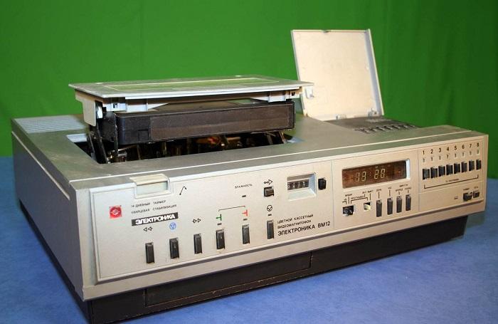 Советский видеомагнитофон  ВМ-12. / Фото: fotocdn.net
