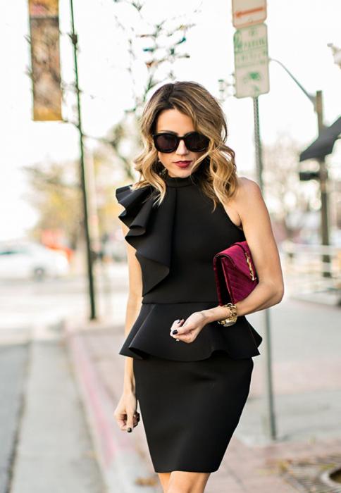 Маленькое черное платье может быть любого фасона и длины. / Фото: furmur.ru
