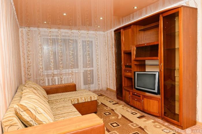 Массивный диван и шкаф загромождают комнату. / Фото: design-homes.ru