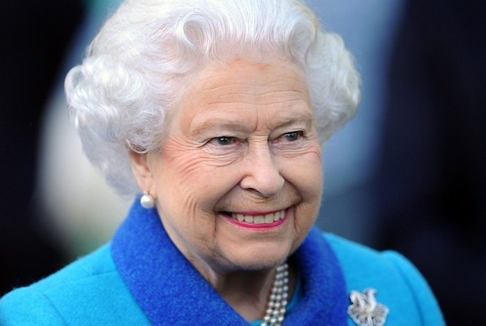Прическа королев, принцесс и герцогинь должна быть идеальной. / Фото: graziamagazine.ru