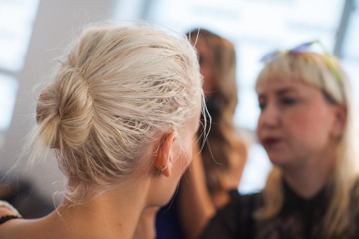 Грязные волосы мешают определить состояние волос. / Фото: lacare.ru